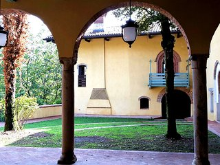 Malpensa&Lakes - New Apartment in a Castle - Wi-Fi and Parking, Mornago