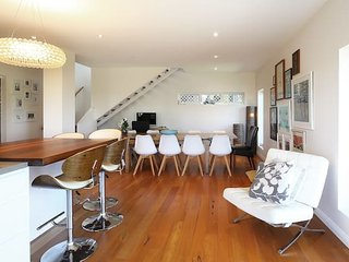 Seaforth Treetops w/ Pool, Close to Manly Beach!