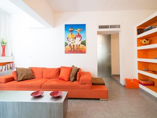 3 bedroom off Ben Gurion Blvd. + private garden!