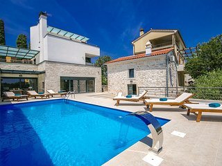 Newly built, modern Villa Kina with Pool, Sauna and Jacuzzi near Pula, Valtura