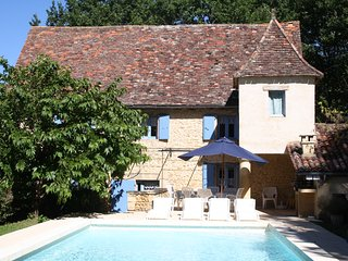GRANGE DE MOUZENS: ELEGANT STONE COTTAGE &  POOL IN DORDOGNE GOLDEN TRIANGLE