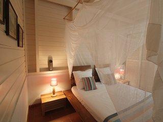 Chambre 2 RDC - lit 160 x 200 - climatisée -moustiquaire carrée suspendue