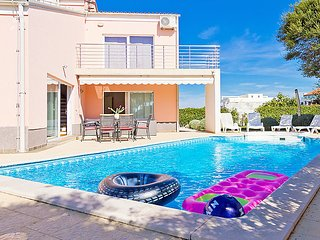 Beachside Villa Florizel with pool