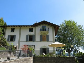 """VILLA CASASCO COMO"" newly renovated with pool and only 20mins from LAKE COMO, Dizzasco"