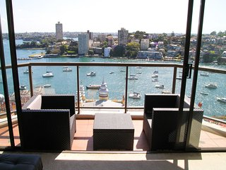 A private Ensuite Queen Room at Harbour Front - uninterrupted harbour view, Milsons Point