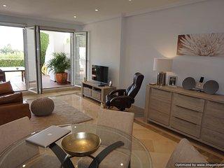 Bright 2 Bedroom Garden Apartment With Large Sunny Terrace R 112, Benahavis