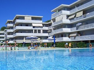 New 12 Swimming Pools Resort - Tennis - Volleyball - Children Area, Bibione