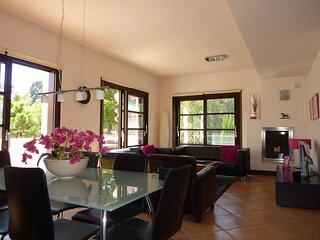Modern 3 Bedroom Townhouse WithTerrace In Benahavis - R 132