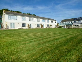 ATLANTIC AYR, ground floor apartment, WiFi, parking, close to the beach, Bude
