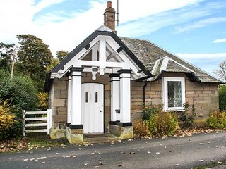 THE LODGE, pet-friendly, open fire, all ground floor, Hutton, Berwick upon