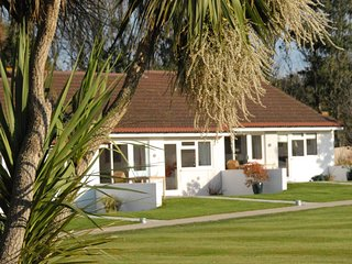 WEST BAY CLUB & SPA TWO BED COTTAGE superb on-site facilities in Yarmouth Ref 943762