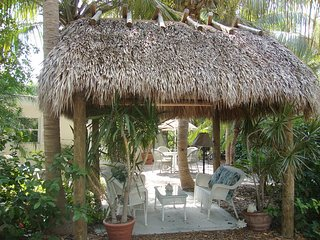 Gated Bayfront Paradise, Caribbean Cottage in a Tropical Oasis (Free Wifi)