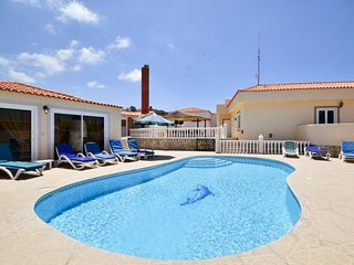 PET5774063| Large 6 Bedroom Villa. Private Gated Heated Pool. Callao Salvaje.