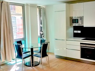 2 beds (being 1 ensuite) by King's Cross Station, Londres