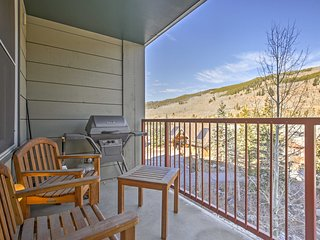 Keystone Condo w/Deck & Pool Access-Walk to Hikes!