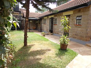 The Cosy Urban Bungalow & Breakfast - Yaya Centre area, Nairobi