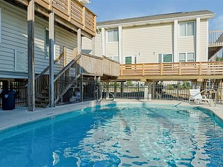 2BR, 2BA Centrally-Located Gulf Shores Condo - Steps to the Beach!