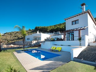 New fabulous luxury villa with 6 bedrooms, beautiful views and pool, Alhaurín de la Torre
