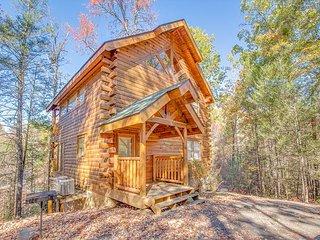 2BR Gatlinburg Cabin Near Rocky Top Sports World w/ Private Hot Tub. Sleeps 8