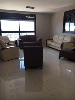 4 bedrooms, 3.5 bath, modern, new, large, nice views, Jerusalén