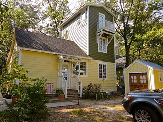 Charming Kid Friendly Cottage by Park 2/2 Sleeps 7 and includes golf cart, Michigan City
