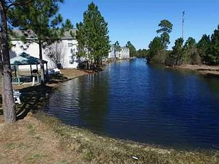 Sleeps 12!!! 4 Bd 3 Ba Home on Pond in Resort, Biloxi