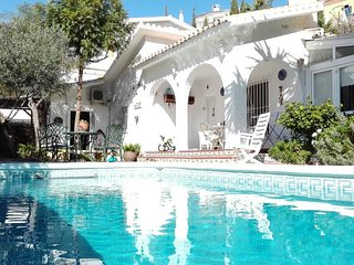 Detached villa with private pool just 1,5 klm to beach and 20 klm from airport., Benagalbón