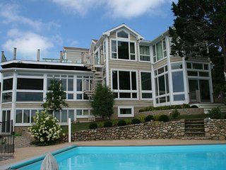 Executive Waterfront Luxury Home. A/C; Heated Pool & Elevator