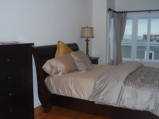 2 Bedroom, 1 Bathroom Beauty in Nob Hill - Laundry in Unit, San Francisco