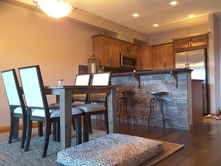 Luxury 2 Bedroom 2 Bathroom Condo, Canmore