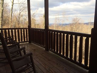 Luxury Cabin. Fantastic Game Room! Sleeps 10. *Great Rates* Mountain View