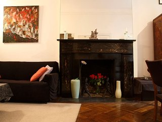 Furnished 1-Bedroom Townhouse at 7th Ave & W 13th St New York, Nova York