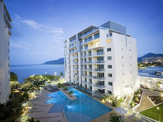 """78"" Ocean View 1 Bedroom on The Esplanade, Cairns"