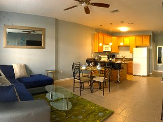 LARGE TOWNHOUSE - Sleeps 8,Beach, Casinos, Gulfport