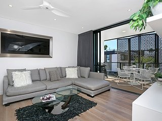 Stunning Modern Apartment With Views, Great Location ROZ02, Rozelle