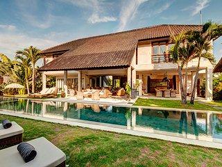ABACA, Luxury 4 Bedroom Large Pool Villa, Petitenget>