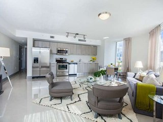 ASK FOR DISCOUNTS - (B) Stylish 2/2 Brickell / Downtown Miami Condo 10 Minutes