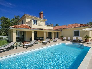 Attractive Villa Palman in peaceful area with Pool, Vizinada