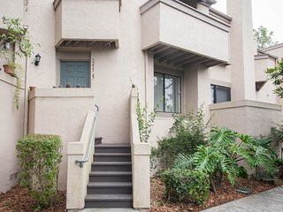 AVAILABLE -- APRIL -- CLOSE TO UCSD BEACHS VA HOSPITALS