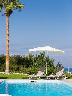 The 30m2 private pool boasts amazing sea views!