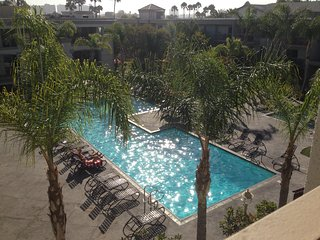 Entire1BD.Venice Beach/Marina Luxury steps to the sand, Jacuzzi,Pool,Gym,Parking