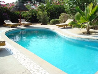 House - 800 m from the beach, Nianing