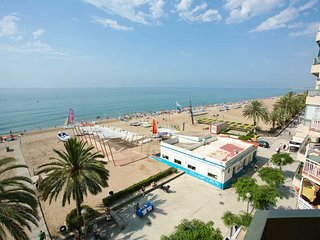 Ocean-front, with super views, 4th floor - close Barcleona, for 5-6 pers., Calafell