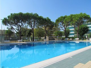 Modern Residence with pools - Great for Families and Friends - Private Parking