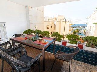 Apartamento acogedor con terraza y vistas a puerto - tranquillo y seguro
