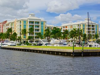 Luxurious, family-friendly 3BR condo on the water