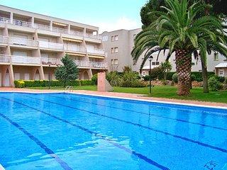 Apartamento con gran piscina, ideal para familias, L'Escala