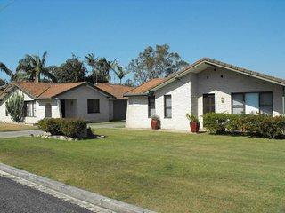 Casa Pacifica, Villa 4 38-40 Colliton Parade, Forster