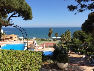 Frontline Beach 2 bed Apart. Hillside views, Free AC/WIFI/UK TV/Filtered Water
