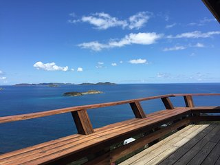 Horizons Cottage.  Walk to the beach, amazing views, privacy and comfort., Coral Bay